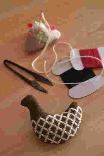 ブローチは買うだけでなく、自分で手作りすることもできますよ。素材はいろいろありますので、好きな素材と得意な方法でオリジナルブローチ作りに挑戦してみるのもおすすめ☆