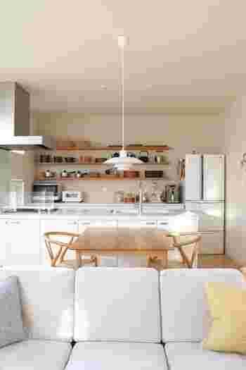 収納やディスプレイ上手なブロガーさん宅では、キッチンも見惚れるほど美しいお家が多いです。人気だからというだけでなく、本当に好きな道具や食器を揃えていらっしゃるからかもしれません。