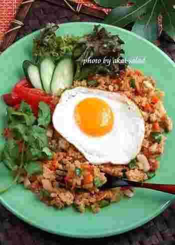 ナシゴレンとはインドネシアやマレーシアのチャーハンのことで、パラパラした焼き飯に仕上がるのもインディカ米ならでは。エスニック料理には欠かせないお米ですね。