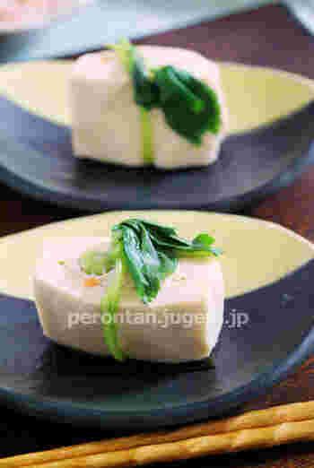射込み(いこみ)とは、和食の詰め物料理のこと。高野豆腐や厚揚げに切り込みを入れて具材を詰めたり、野菜をくり抜いて詰め物をしたり。優しい味わいなど和風ならではの繊細さがあります。