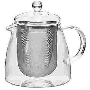 長い茶こしが特徴的な「リーフティーポット・ピュア」。こちらは容量が700mlなので、来客にもぴったりのサイズとなっています。
