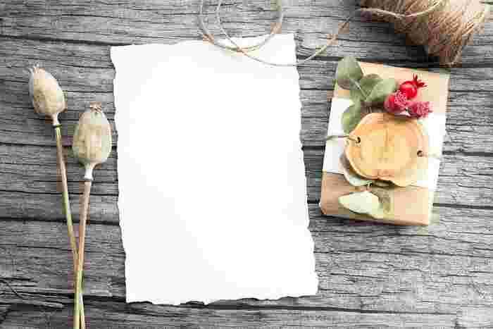 誕生日パーティーを開催すると決めたらまずは招待状作りから始めましょう!市販のカードを使ってもいいですし、色画用紙に手書きしたり、マスキングテープで可愛くデコレーションしたり、PCでデザインしてもいいですね。