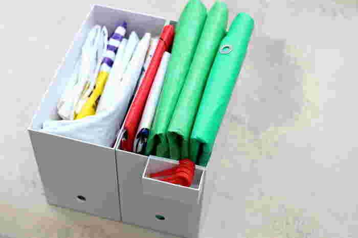 レジャーシートを収納する際にネックになるのが、付属品のペグですよね。こういった小物は小さな小物入れに入れて、そのまま本品を収納している小物入れにくっつけてしまえばストレスフリー♪収納一つで使い勝手が変わるので、こういったアイテムを活用すると一気に収納美人に。