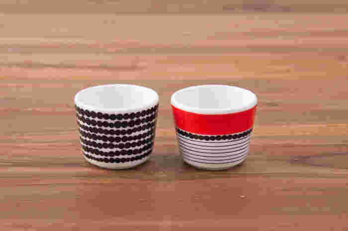 北欧を代表するアパレルブランド「marimekko(マリメッコ)」のエッグカップ。不揃いの大きさで描かれた黒のドット柄と赤のボーダーがアクセントになっているカップの2パターンが楽しめます。