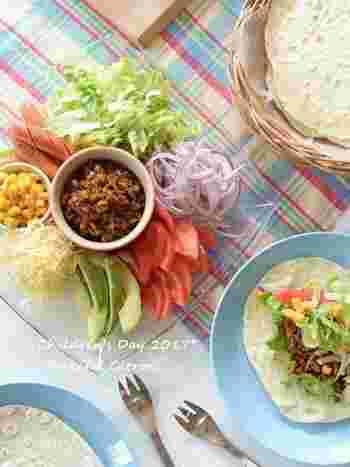 しっかりと味をつけたタコミートとフレッシュな野菜が絶妙なバランス!大人はタバスコをかけると辛さが効いて、食欲がそそります。