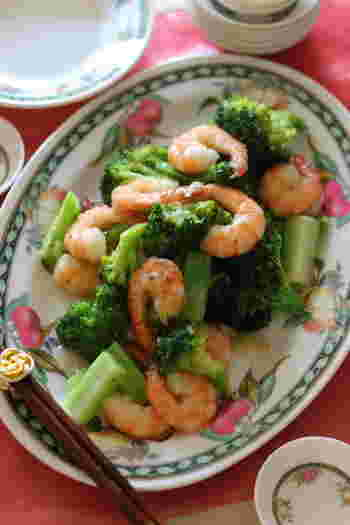 100gで1日のビタミンCが摂れる「ブロッコリー」とタンパク質とビタミンE、カルシウムが豊富な「海老」のとろみ炒め。シンプルな味付けなので素材の旨味を最大限に味わえます。