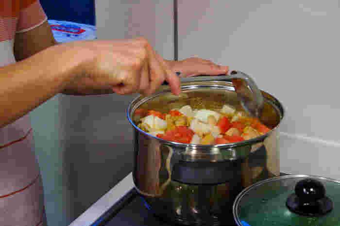 パスタなどとも合うトマトやかぼちゃ、ズッキーニを入れた重ね煮もストックがあれば大助かりですね。