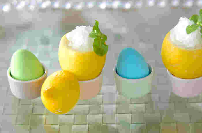 ●レモンのグラニテ  優しいレモンの香りとさっぱりした食感が魅力。器もレモンを使って見た目も楽しく♪