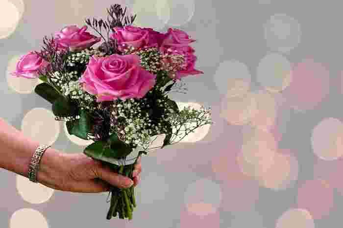 感謝の言葉で真っ先に思いつくのは「ありがとう」ではないでしょうか?しかし、本当に感謝の気持ちを伝えたくても言葉が見つからないからと、何でも「ありがとう」で済ませてしまうと口癖のようになり、相手から見ると薄っぺらく感じてしまうこともあります。