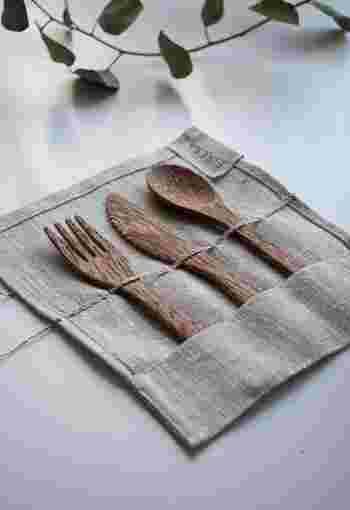 カフェなどで紙ストローが浸透し始めていますが、割りばしやプラスチックのフォークやナイフなども、簡単に減らす事が出来そうなアイテムです。お弁当まではハードルが高くても、カトラリーからならすぐに始められそうですね。