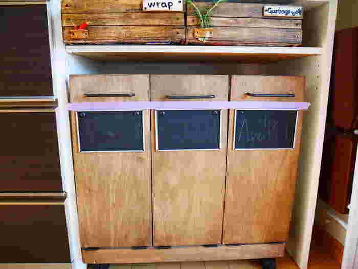 ぴったりサイズに作れるDIYでスペースを有効活用♪こちらはキッチンラックでのDIY例ですが、サイズを変えてシンク下のオープンスペースにも。