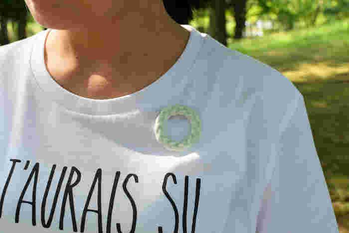 シンプルなロゴTシャツにさりげなく♪  ■島田知子/みつあみリングブローチ