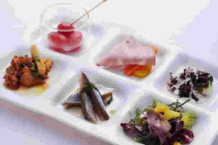 料理の味、見た目の美しさはもちろんのこと、素材も厳選されたものばかりです。地元大阪の野菜に加え、全国各地の特産品がシェフの手によって芸術的な美しさを添えられて要理へと変貌します。