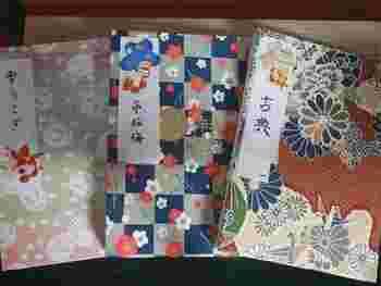 東京・神楽坂にある赤城神社の御朱印帳。ウサギや鶴といった様々な動物が和柄に映えますね。また境内には「あかぎカフェ」を併設していて、ランチメニューも充実しています。特製お神酒ジェラートでひと休みしましょう。