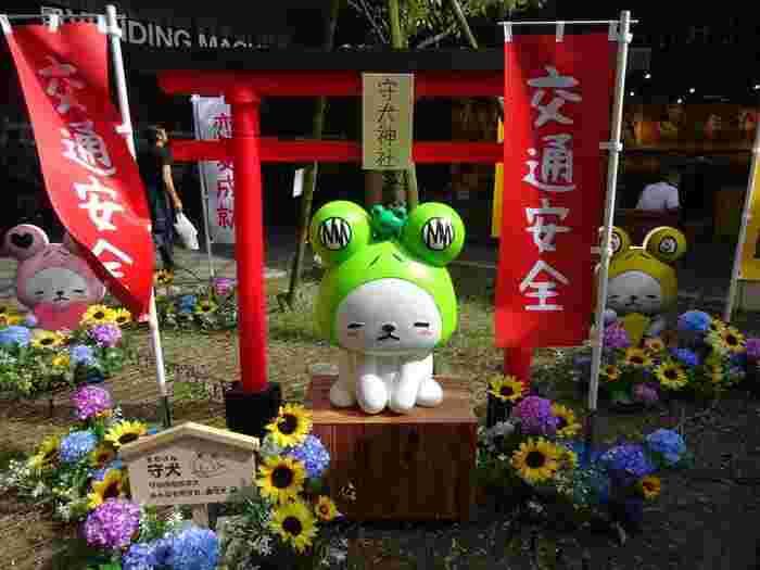 交通安全の神様を祀る「守犬神社」への参拝も忘れずに。