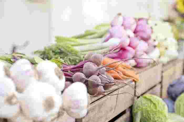海と山が近い地形の鎌倉は、ミネラル成分を多量に含む肥沃な土壌を持っています。 ほとんど無農薬で生産された野菜の『圧倒的な味の濃さ』に惚れ込み、新鮮な野菜を求め鎌倉まで野菜の買い付けに行くシェフもたくさんいます。