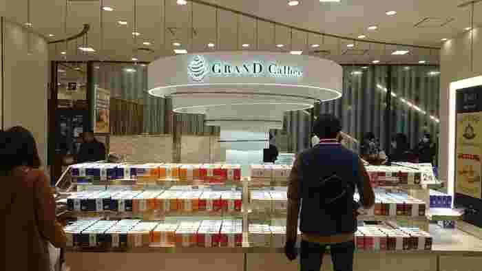 阪急うめだ本店のみで展開している「グランカルビー」。こだわりの素材を使い丁寧に作られた、大人のためのポテトチップス。人気のアイテムは売切れてしまうことがあるので、早めに訪れることをおすすめします。