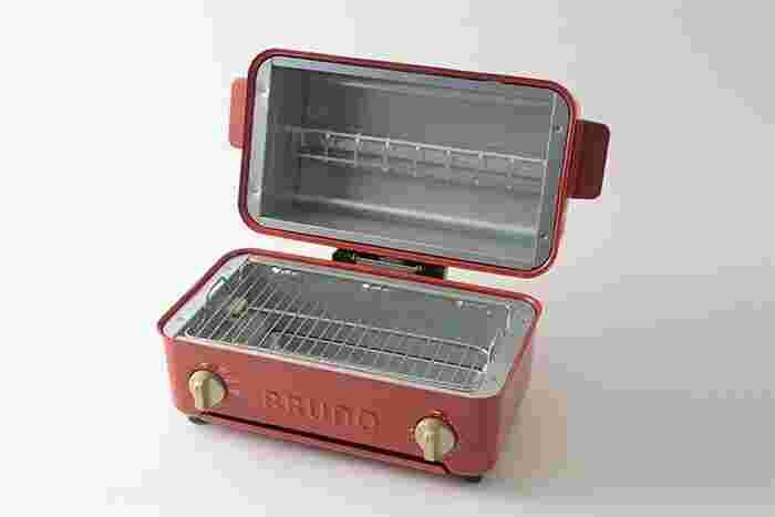 便利なトップオーブンタイプでも使えるので、ご家族で囲んでお食事を楽しめますよ♪大きく開けばお手入れも簡単。ころんとしたフォルムが愛おしく、使っていないときも見せたくなるデザインも嬉しいですね。