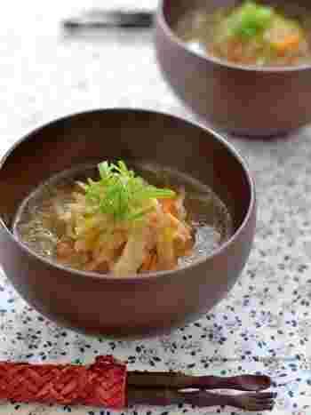 栄養満点の切り干し大根をたっぷり使った、具だくさんの食べるスープ。作ってからしばらく時間をおくと、切り干し大根の甘味がグッと出てきます。