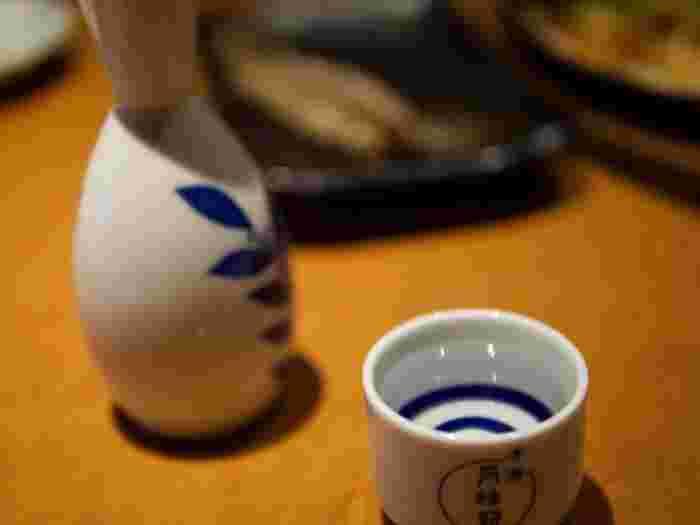 現在では、吟醸酒を中心に冷やして飲むことも多い日本酒ですが、実はあたためて飲む(お燗)飲み方の方が歴史が古いのだそうです。 お燗も冷やして飲む場合も、温度によって風味や香りが大きく変わり、5度ごとに呼び方も異なります。