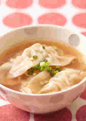 餃子の皮がもちもちっとした食感で、おなか満足スープ。 餃子の中に入っているニラやショウガが、更に体を温めてくれます。