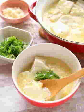 豆腐と卵は中華味にもぴったりです。卵をふんわりと仕上げるためには、卵液を入れた後、グツグツ強火で煮るのではなく、早めに火を止めましょう。少し温めたい場合は、弱火で少しずつ温めると鍋底に卵がくっつきませんよ♪