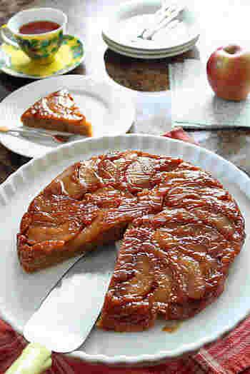 ストウブで作るフルーツたっぷりのしっとりケーキは、リンゴ以外に洋なしでも美味しく作れるそう。  リンゴ、洋なし、それぞれ美味しいので両方チャレンジして食べ比べてみるのも良いかも。