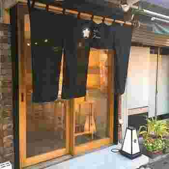 谷中銀座商店街にある「atelier de florentina(アトリエ ド フロレンティーナ)」は、日本で唯一のフロランタン専門店。洋菓子店なのに和風のたたずまいが下町に馴染んでいます。