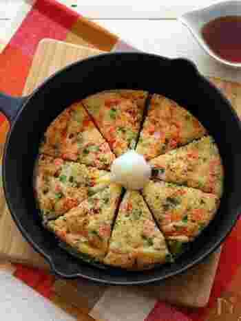 すき焼き鍋でおもてなし料理や、鍋料理なども良いけど、手早く作れる簡単おつまみは覚えておくと重宝しそう。材料もシンプルに粉も卵も使わず、おろした大和芋を焼くだけなのに、こんがりとしてカリトロの食感がクセになりそうな、美味しいおつまみに♪