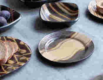 和の陶器では「益子焼」「越前焼」「美濃焼」「備前焼」「小鹿田焼」などが代表的。手作りの風合いと、1つずつ違う表情に癒されますね。