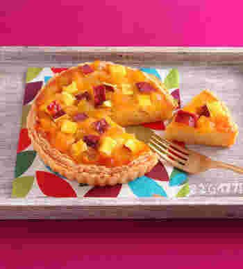 栗の甘露煮やさつまいもをトッピングした、秋色のタルトレシピです。メインはアーモンドクリーム作り。冷凍パイシートを使うので、見た目以上に簡単に作れますよ。