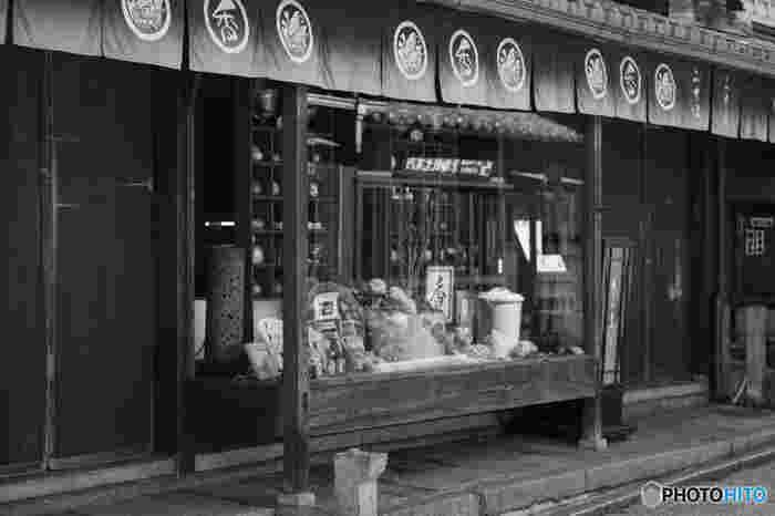 二寧坂の「香りの専門店 二井三」は、お香や香炉、香水や匂い袋の専門店。