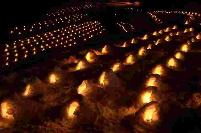 1月下旬~3月中旬には日本夜景遺産にも認定された、かまくら祭が開催される。 河川敷に約1200ものかまくらが作られ、ろうそくの明かりが灯る週末の夜は特に幻想的な風景が広がります。