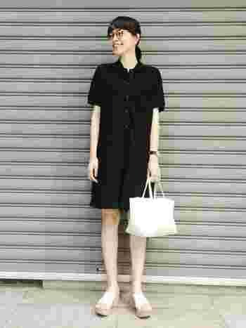 無印のBLACK  上下ブラックで合わせればカジュアルさもダウン。 シンプルなモノトーンの着こなしが素敵です。