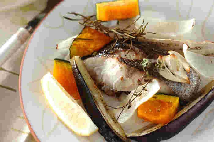 ローズマリーが効いたイサキのオーブン焼きは野菜も美味しくペロリといただけてしまいます。
