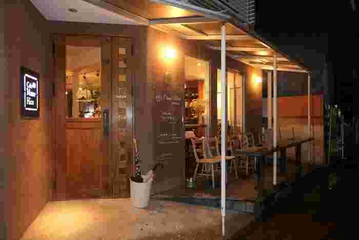 2005年にこの地で創業。コーヒーは、北海道・札幌にある自家焙煎珈琲の店「菊地珈琲(キクチコーヒー)」の豆を使い、フードでは、マヨネーズや味噌に至るまで手作りするなどこだわりを貫く店です。