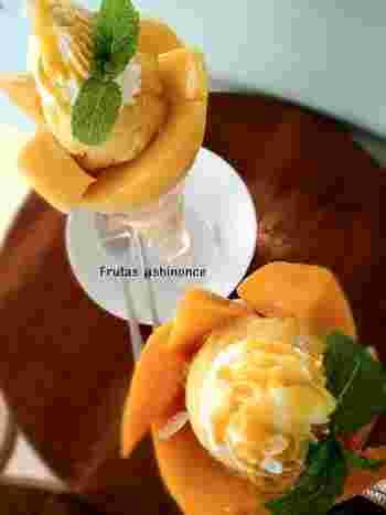 素材にこだわり抜いて、それぞれの果物のおいしさを最大限に活かしたパフェ。 間違いなくメインは生クリームやバニラではなく、フルーツです。