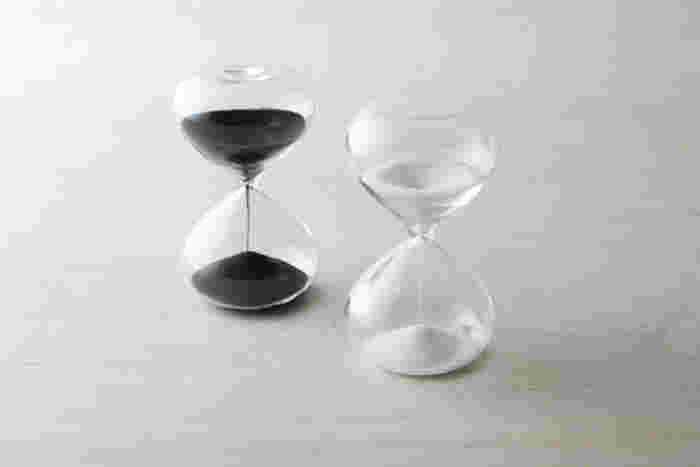 お湯を注いだら、すぐにフタをしてじっくり蒸らします。抽出時間はパッケージに書かれている時間を参考に蒸らしましょう。細かい茶葉で、2分半~3分間、大きい茶葉は3分~4分間が目安です。