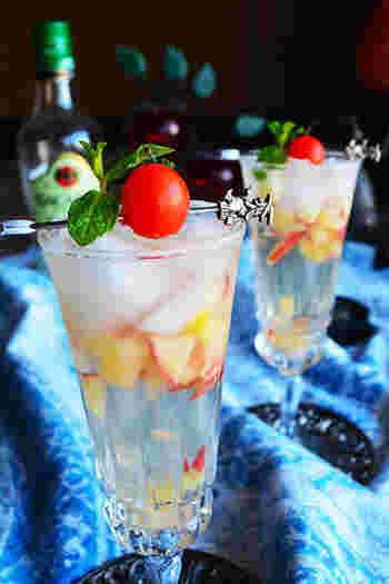 ホームパーティーなどでも活躍する甘めのアルコールドリンクは、大人の女性に喜ばれます。スペアミントとトマトを使った可愛らしいデコレーションは覚えておくと重宝します。
