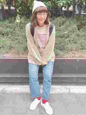靴下の小さな面積でなら、普段選ばないような色にも挑戦できそうですよね。着こなしの幅が広がるだけでなく、毎日の洋服選びがもっと楽しくなるかもしれません。コーデの印象を変えられるカラーソックス。ぜひ靴下コーデをマスターして、足元のおしゃれを存分に楽しんでみてくださいね。