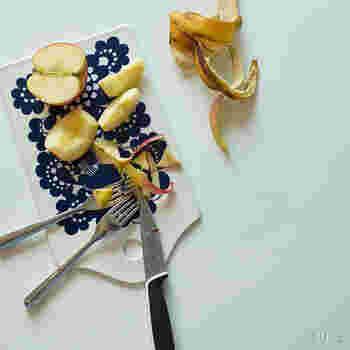 「Esteri(エステリ)」は、もともと1973年にARABIAの100周年を記念して作られた食器に使われていたデザイン。そのパターンを使用して復刻したのが、レトロな花柄を用いたこちらのシリーズなんです。