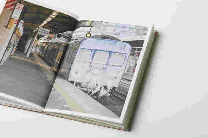 列車の迫力が感じられる見開きページ。見ているだけでワクワクする1冊です。