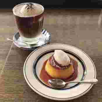 コーヒーと一緒に人気なのはプレミアムプリン。昔ながらの硬めのカスタードプリンにホイップクリームがのっています。写真のものは濃厚なかぼちゃ味のプレミアムかぼちゃプリンだそうです。