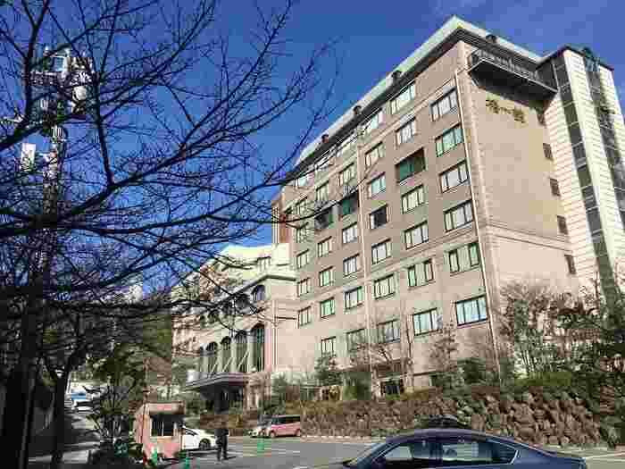 日本最古と言われる道後温泉にある洋風のような「道後温泉 ホテル椿館」。ロビーでは夏目漱石の「坊っちゃん」にちなんで、ホテルスタッフの方が坊っちゃんとマドンナの出で立ちで出迎えくれます。立地のいい場所にあるので、浴衣姿で道後温泉を散策するのもいいですね。