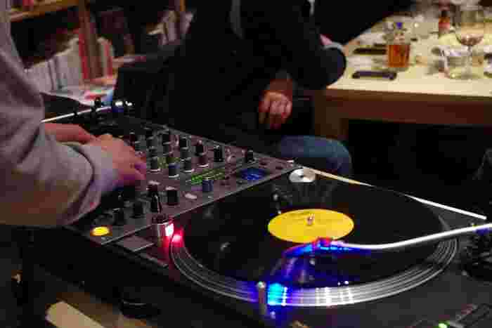 青山のブルーノートジャパンがプロデュースしているお店なので、毎週火曜日夜は一流DJが登場します。
