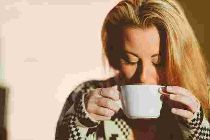 飲む際は、一気にゴクゴク飲むのではなく、ふうふうしながら少しずつ飲むこと。飲むタイミングですが、絶対に飲んでほしいおすすめのタイミングは朝一番です。体内からほっこり温まる感覚を実感できます。その後は食間や食中、好きなタイミングで飲んでください。