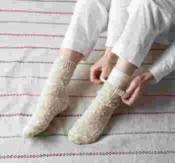 気温が上がっても、家の中にいると足の冷えが気になります。いつもより体調の変化に敏感な今の時期、おうちの中で健康に過ごせるような冷えとりソックスのセットをプレゼントするのもいいですね。重ね履きの4足がセットなので、届いたらすぐに冷えとりを始められます。