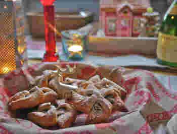 ヨウルトルットゥというフィンランドのクリスマスパイです。 星型で中にジャムが入っているのが特徴です。