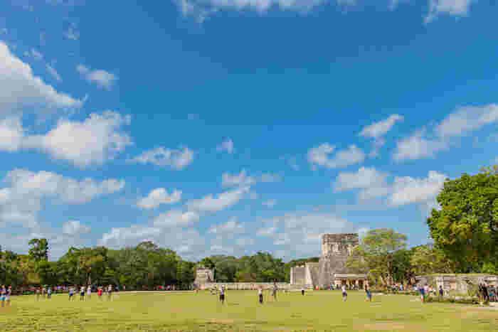 見るからに神秘的な遺跡は、紀元前3000年頃から16世紀頃まで繁栄したその様を感じることのできる人気の観光地となっています。レベルの高い数学と天文学を駆使し、当時マヤ族によって創造された歴史的なピラミッドを見学してみませんか?