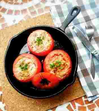 トマトのかたちを生かしたファルシです。丸ごと一個のトマトを使っているので、見栄えよく、おもてなしにもぴったりです。